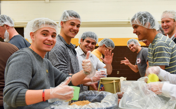 Image of Students Pack Away Hunger